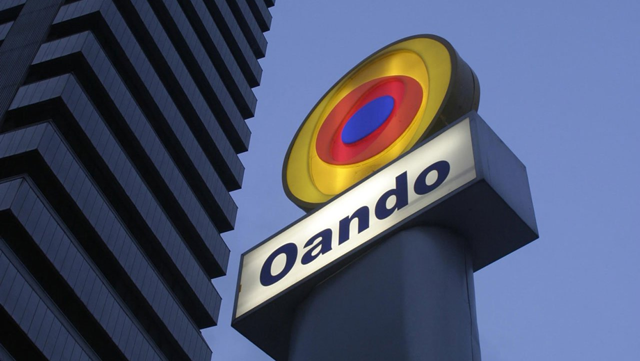 Oando Employees Donate Relief Materials To Flood Victims In The
